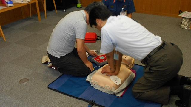 AEDを使った普通救命講習会の写真